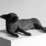 José Cobo. Perro tumbado. Escultura bronce. 43x29x17 cm